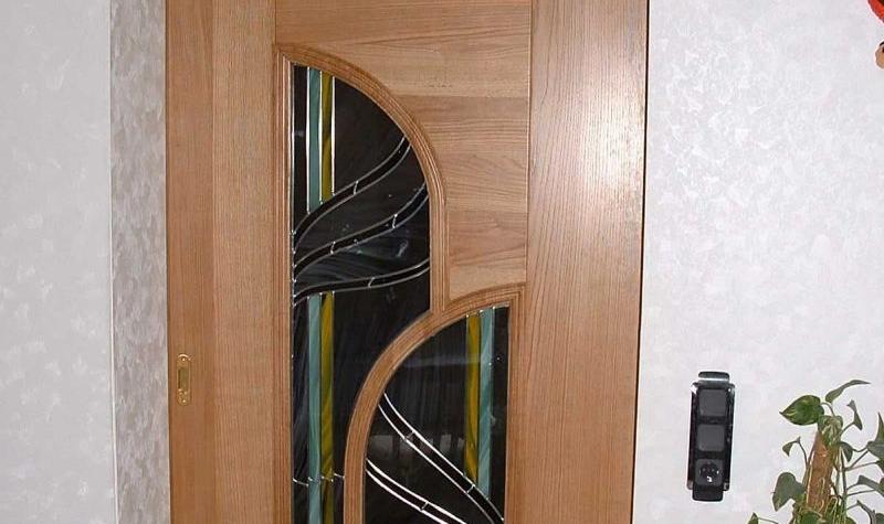 Замена стекла в межкомнатных дверях