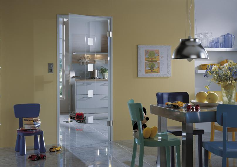 декорирование стеклянной межкомнатной двери